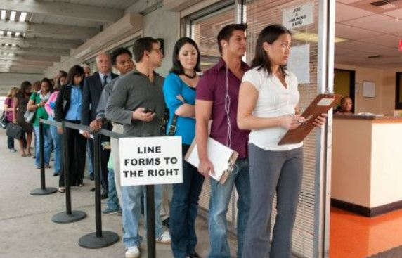 Οι άνεργοι θα φτάσουν τα τρία εκατ. το 2013 προειδοποιούν Ιταλοί συνδικαλιστές