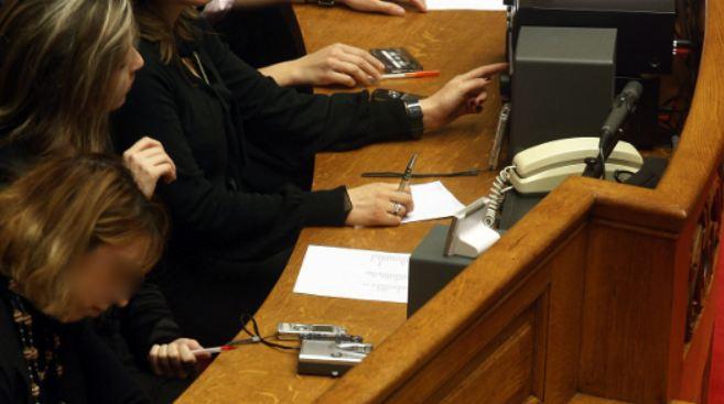 Οι 12 τρελές παροχές των υπαλλήλων της Βουλής εξοργίζουν τους Ελληνες