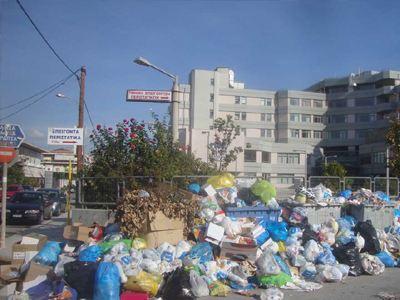 Σε κλοιό σκουπιδιών τα Τρίκαλα