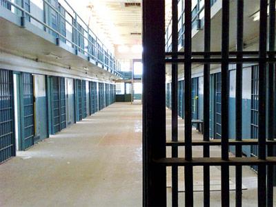 Λάρισα: Προσπάθησε να πασάρει ηρωίνη και κοκαΐνη στον φυλακισμένο σύζυγό της