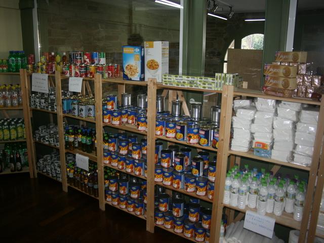 Τριάντα δέματα με τρόφιμα σε άπορες οικογένειες