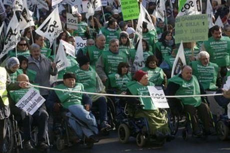 Πλημμύρισαν τους δρόμους στην Μαδρίτη άτομα με αναπηρία