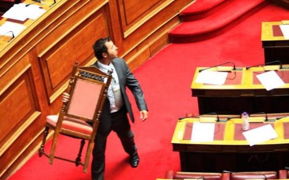 """Η """"πτώση"""" Τσαυτάρη στη Βουλή"""