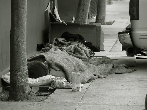 Τρέμουν τον παγετό οι άστεγοι