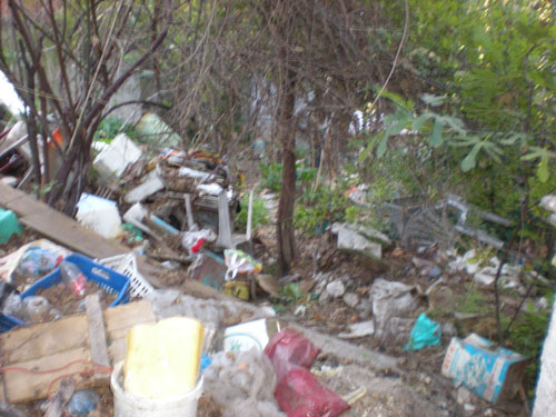 Ανάμεσα  στα σκουπίδια  ζούσε οικογένεια στον Άγιο Ονούφριο