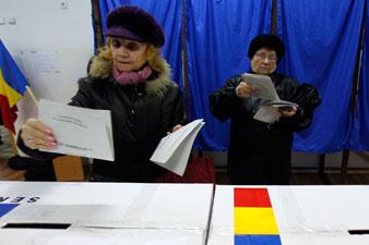 Ανοιξαν οι κάλπες στη Ρουμανία