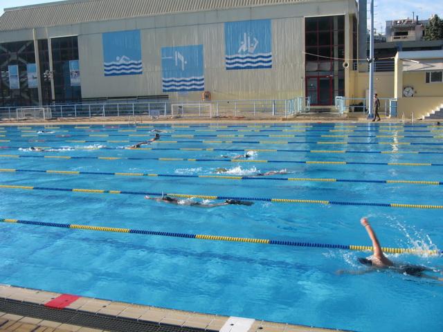 Οχι  χαράτσι στα κολυμβητήρια
