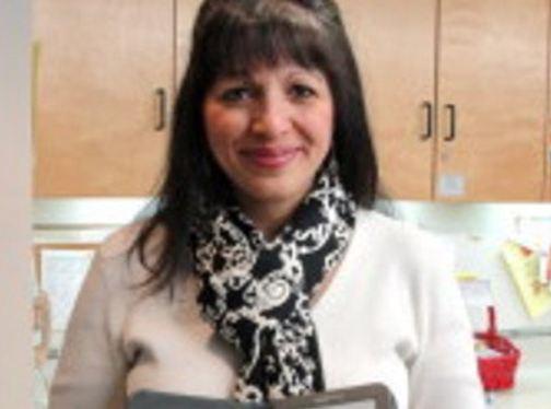 Η Ελληνίδα που έσωσε 18 παιδιά από το μακελειό στο σχολείο του Κονέκτικατ