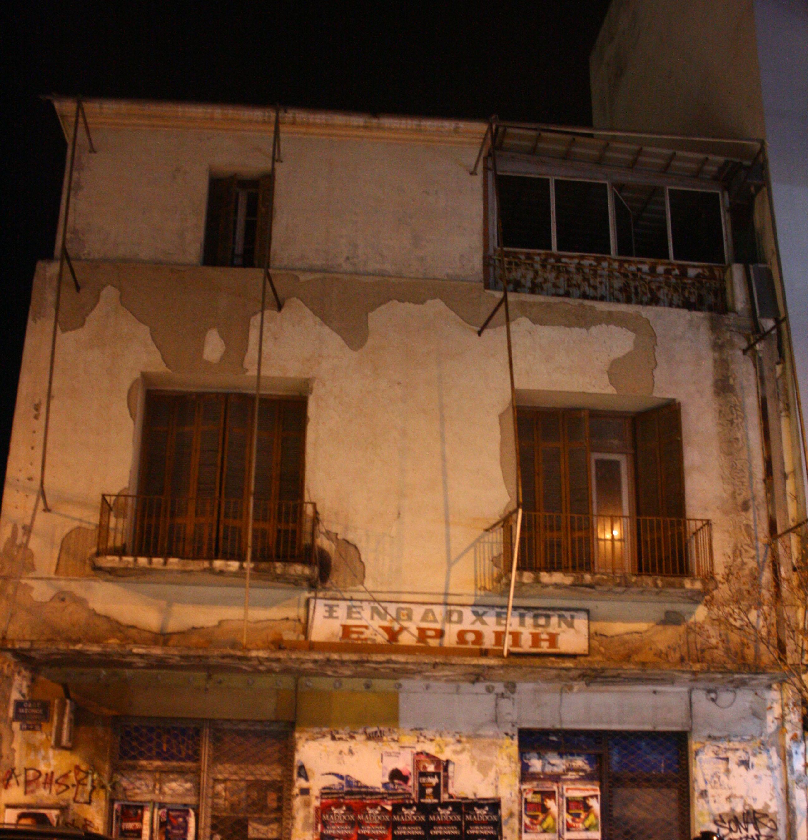 Λύση σε εγκαταλελειμμένα ξενοδοχεία αναζητεί ο Δήμος για τους άστεγους