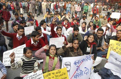 Έρευνα για τον ομαδικό βιασμό 23χρονης διέταξε η κυβέρνηση της Ινδίας