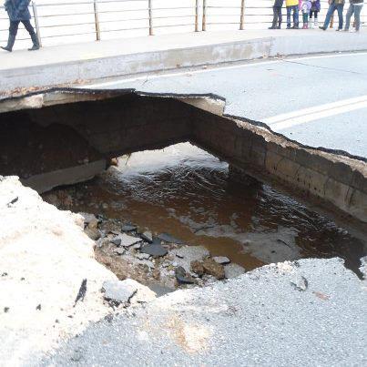 Λάρισα: Τρύπησε η γέφυρα «Καλατράβα»