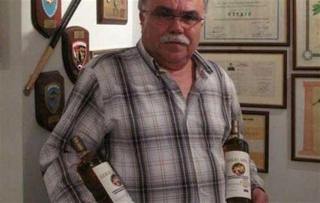 Συνταξιούχος από τον Θεσσαλικό κάμπο, δημιουργεί … σπιτικό ουίσκι
