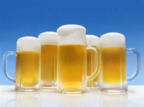 Περιορίζουν την πώληση μπίρας οι Ρώσοι για να αντιμετωπίσουν τον αλκοολισμό