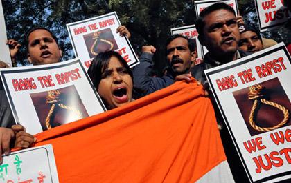 Ινδία: Τον απαγχονισμό των δραστών ζητεί ο πατέρας της φοιτήτριας