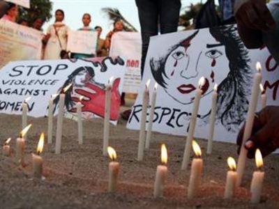 Ο σύντροφος θύματος ομαδικού βιασμού λύνει τη σιωπή του