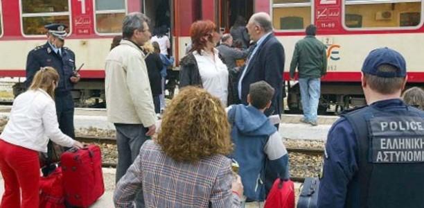 Εισβολή της αστυνομίας σε τρένο με οπαδούς του ΠΑΟΚ!