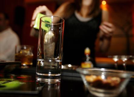 Τρικαλα: Συνελήφθησαν υπεύθυνοι καταστήματος - μπαρ, οι οποίοι προωθούσαν στην πορνεία υπάλληλο