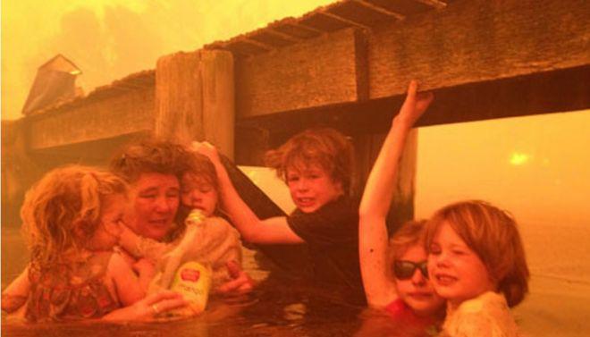 Μια εκπληκτική φωτογραφία επιζώντων στην εποχή της καταστροφής