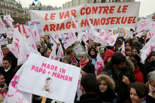 Γαλλία: Μεγάλη διαδήλωση κατά του γάμου ομοφυλοφίλων