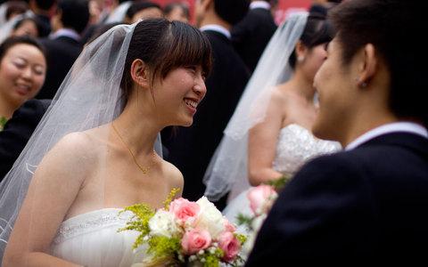 Φρενίτιδα για ένα γάμο την τυχερή 4η Ιανουαρίου
