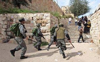 Ζωσμένοι με εκρηκτικά δεκάδες όμηροι από ισλαμιστές μαχητές