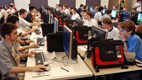 Μισθωτός αναθέτει σε προγραμματιστή στην Κίνα την δουλειά του για ψίχουλα