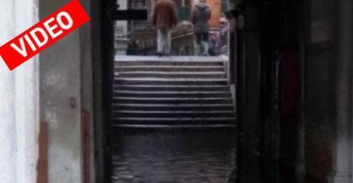 Πλημμύρισε η Βενετία μία ημέρα πριν την έναρξη του καρναβαλιού