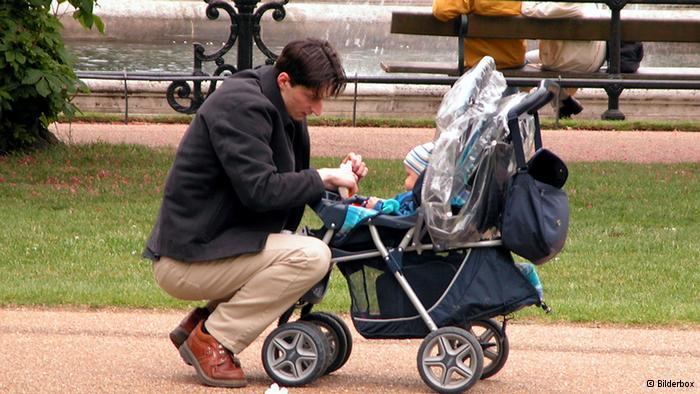 Γερμανία : Περισσότερα δικαιώματα στους άγαμους πατέρες