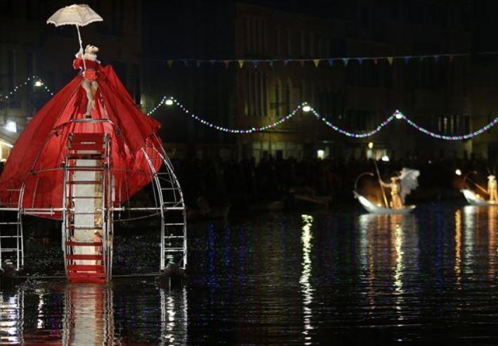 Με ένα μαγικό θέαμα από φως και νερό άρχισε το Καρναβάλι της Βενετίας