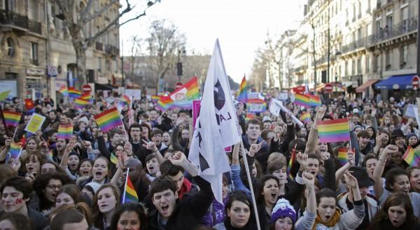 Μεγάλη διαδήλωση υπέρ του γάμου των ομοφυλοφίλων στο Παρίσι