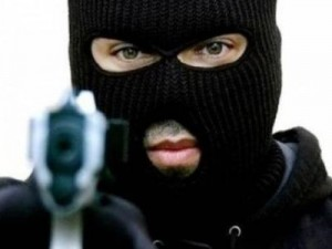 Ληστεία με πυροβολισμούς σε σούπερ μάρκετ στα Εξάρχεια