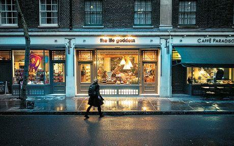 Το ελληνικό παντοπωλείο που κατέκτησε το Λονδίνο