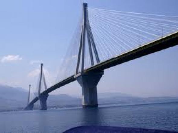 Πλοίο προσέκρουσε στη γέφυρα Ρίου-Αντιρρίου