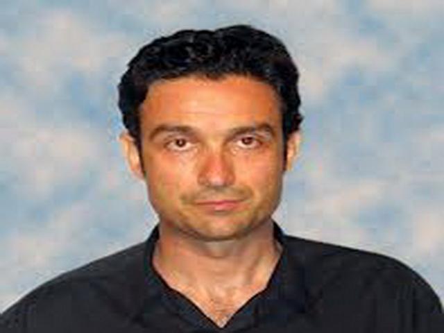 Γιώργος Λαμπράκης : Τα υψωμένα χέρια της απελπισίας