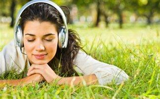 Γιατί «κολλάμε» με τα τραγούδια που μας… εκνευρίζουν;