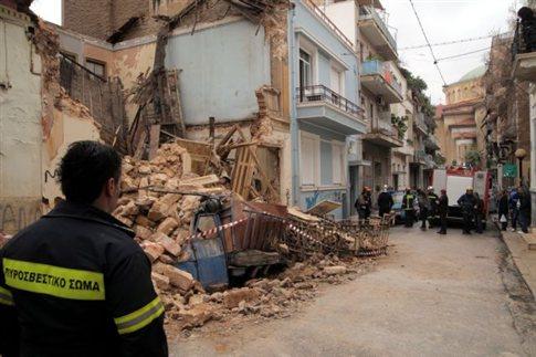 Κατάρρευση κτιρίου στον Άγιο Παντελεήμονα λόγω καταιγίδας