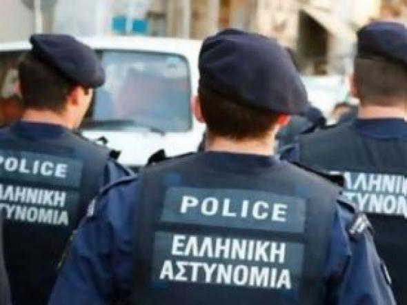 """Αστυνομικοί """"λύγισαν"""" με το δράμα οικογένειας"""
