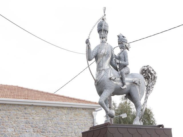 Αποξήλωση του αγάλματος του Κενταύρου στην Αγριά