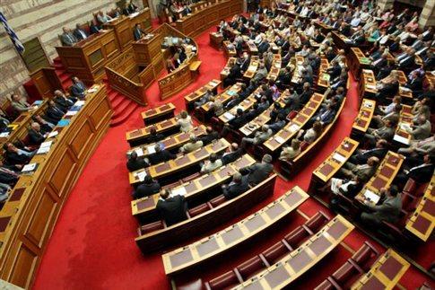 Διασταυρώνουν τα ξίφη τους Σαμαράς-Τσίπρας στη Βουλή