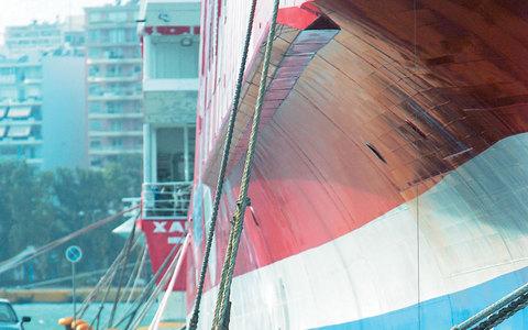 Χάθηκαν 5 εκατ. επιβάτες, πλοία βγαίνουν στο σφυρί