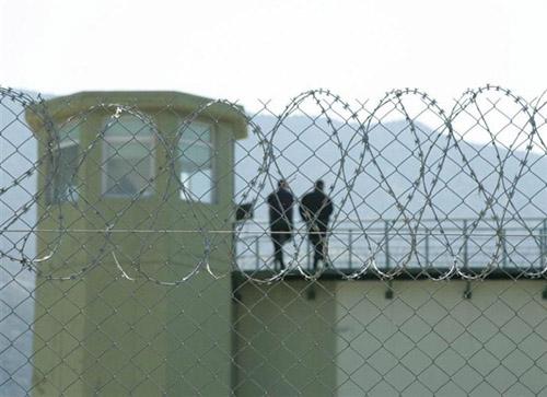 Αιματηρή απόδραση 11 κρατουμένων από τη φυλακή Τρικάλων