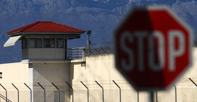 Συνελήφθησαν δύο από τους 11 δραπέτες από τις φυλακές Τρικάλων