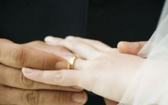 """""""Διαζύγιο"""" με το επίδομα γάμου"""