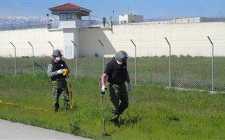 Βρήκαν 18 χειροβομβίδες στις φυλακές Τρικάλων