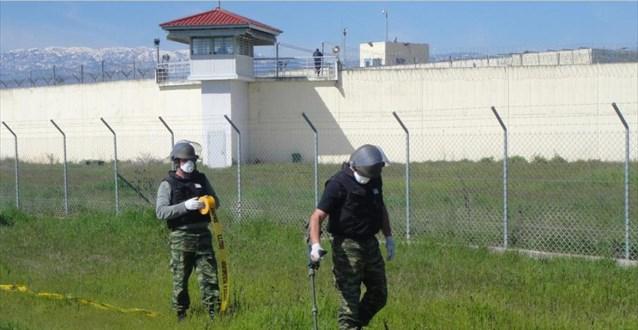 Συνολικά 18 χειροβομβίδες βρέθηκαν στις φυλακές Τρικάλων