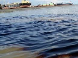 Ρύπανση σε θαλάσσια περιοχή του Αλμυρού
