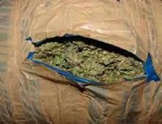 Λάρισα: Πέταξαν στο δρόμο ναρκωτικά…