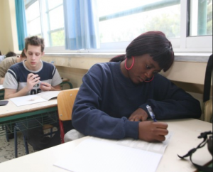 Εκτός Πανελλαδικών αλλοδαποί μαθητές χωρίς άδεια παραμονής