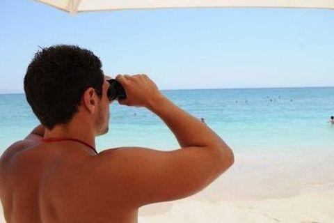 Ναυαγοσώστες σε επτά  πολυσύχναστες παραλίες