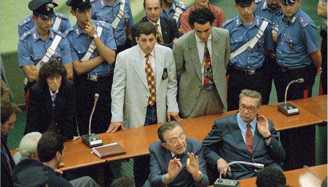 Ξεκίνησε στο Παλέρμο της Ιταλίας η πολύκροτη δίκη για το μυστικό σύμφωνο μη επίθεσης μεταξύ κράτους και Μαφίας